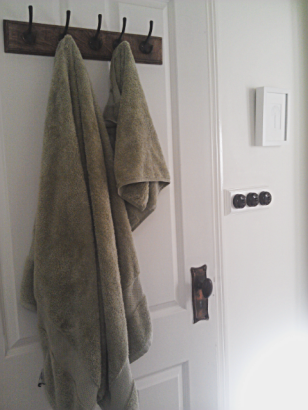 Second hand towel hooks - thesecondhandcity.com