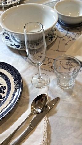 dining blue