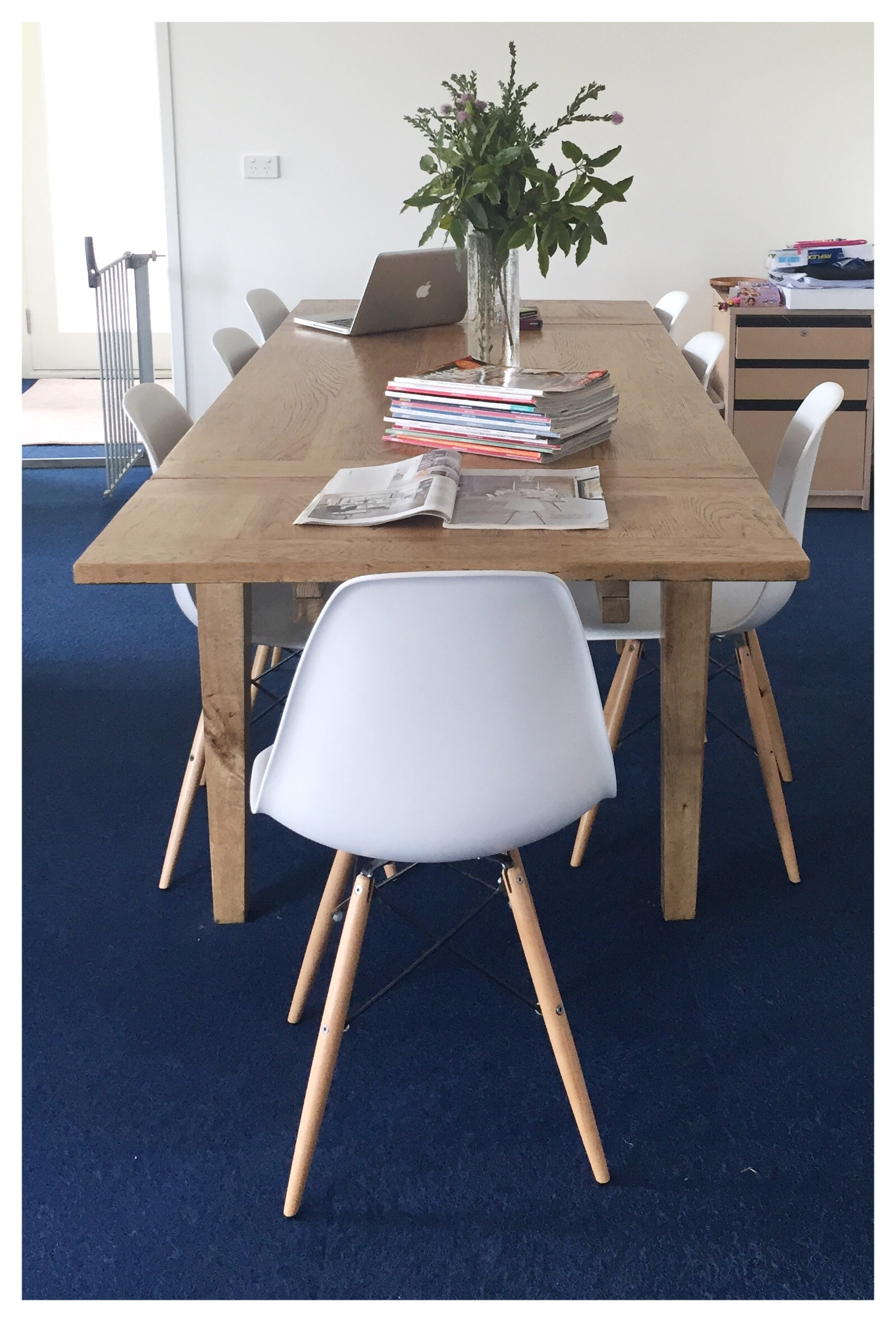 holiday magazines the second hand city rh thesecondhandcity com One Piece Table Chair Combination Drawing Table Chair Combo
